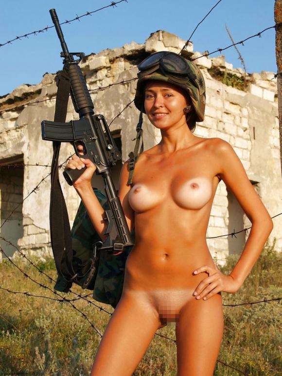 欲求不満!?海外の女軍人のおふざけエロ画像を集めたったwwwwwww14_201611190113410a0.jpg