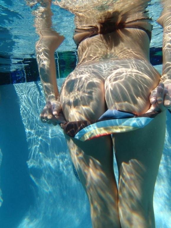 【摩訶不思議】水中で女の子を捉えた画像がエロすぎて発狂してしまいそうwwwwwww【画像30枚】14_20170516094815665.jpeg