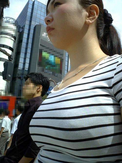 街の中でこんな着衣おっぱいを見たらチンコおっきくなっちゃうわwwwwwww【画像30枚】14_201708271155513e9.jpg