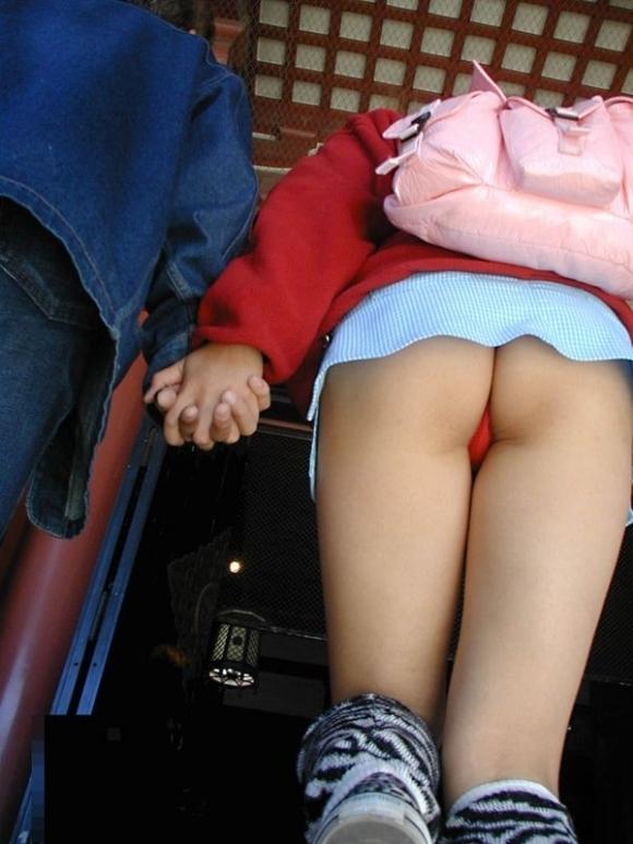 Tバック履いてる女の子のパンチラってエロすぎてヤバいわwwwwwww【画像30枚】14_20170916014144b0b.jpg