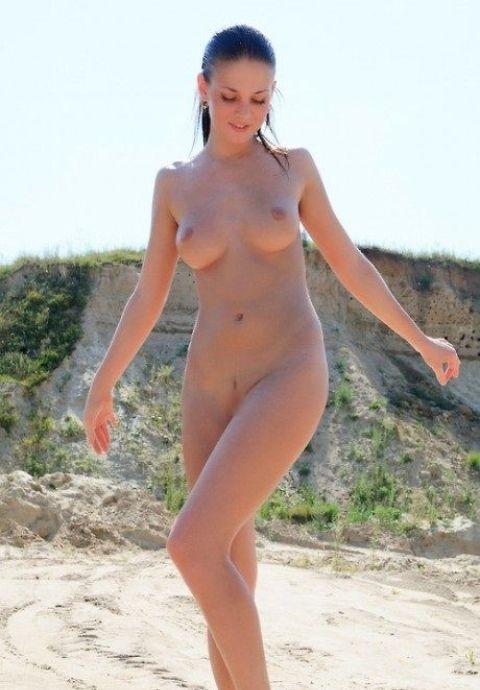 カワイイ子も自然と裸になるヌーディストビーチ文化が羨ましいwwwwwww15_20161126023111efb.jpg