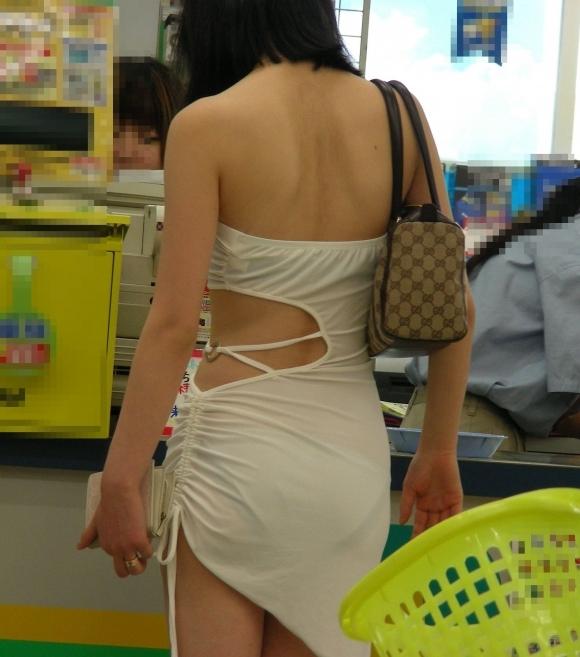 白いスカートを履いてる女の子ってパンティ透けて見えるからエロいよなwwwwwww【画像30枚】15_201706291144439bb.jpeg