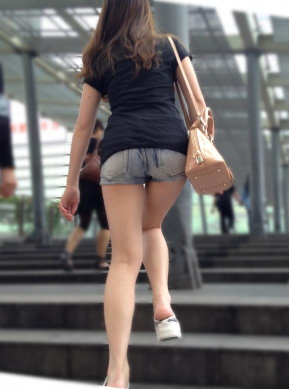 外でエロい太ももを晒してる女の子たちを激写した画像が話題にwwwwwww【画像30枚】15_20170724081933c16.jpeg