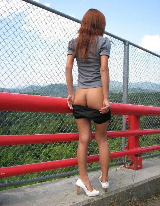 屋外で良いプリケツさらしてる女の子ってエロっっっwwwwwww【画像30枚】15_201708161305135c8.jpg