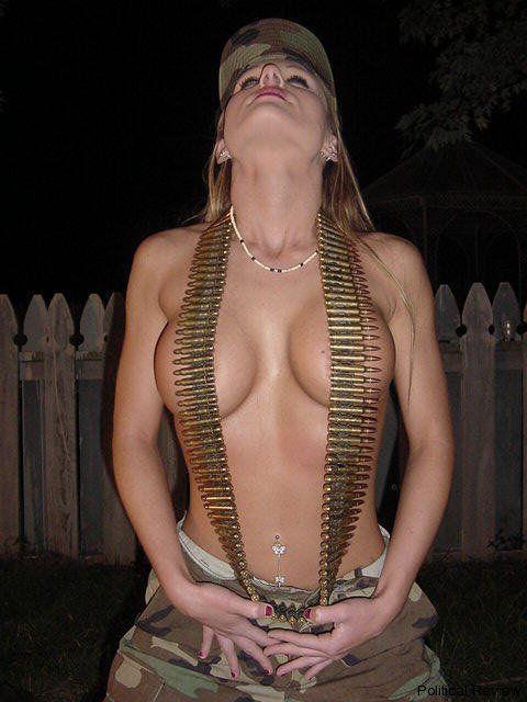 欲求不満!?海外の女軍人のおふざけエロ画像を集めたったwwwwwww16_20161119011441d98.jpg