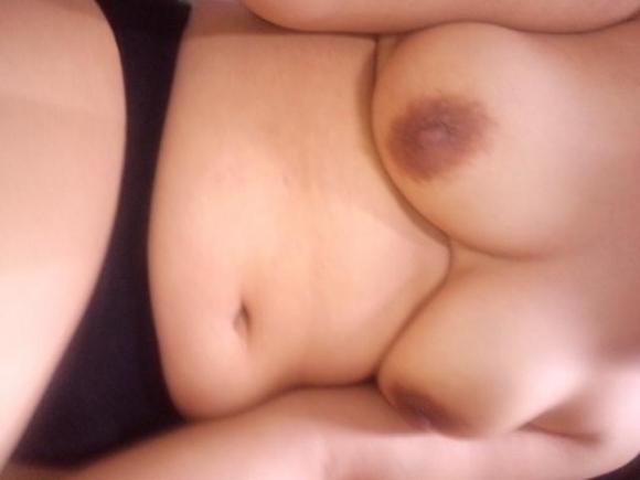 ちょっとダラシないちょいぽちゃ女神様のお腹セックスアピール写メが妙にソソるwwwwwww16_2016112301275237b.jpg