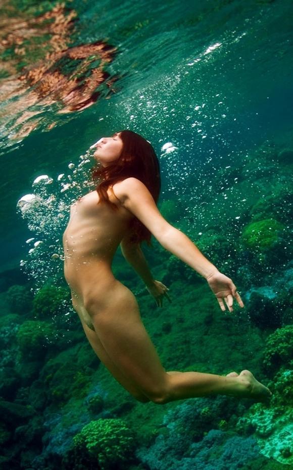 【摩訶不思議】水中で女の子を捉えた画像がエロすぎて発狂してしまいそうwwwwwww【画像30枚】16_20170516094818d50.jpeg