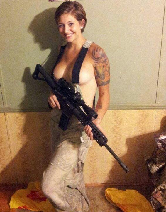 欲求不満!?海外の女軍人のおふざけエロ画像を集めたったwwwwwww17_20161119011443fa6.jpg