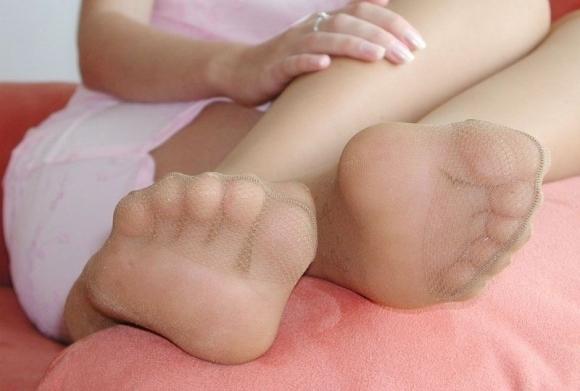 【足裏フェチ】女の子の足の裏にムラムラしちゃうヤツちょっとこいwwwwwww【画像30枚】17_201706181432297c4.jpeg