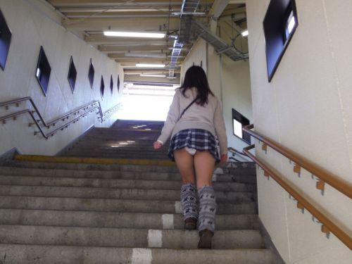 階段で女の子を追っていくと面白いようにパンチラ画像が集まるwwwwwww【画像30枚】17_20170822021620770.jpg
