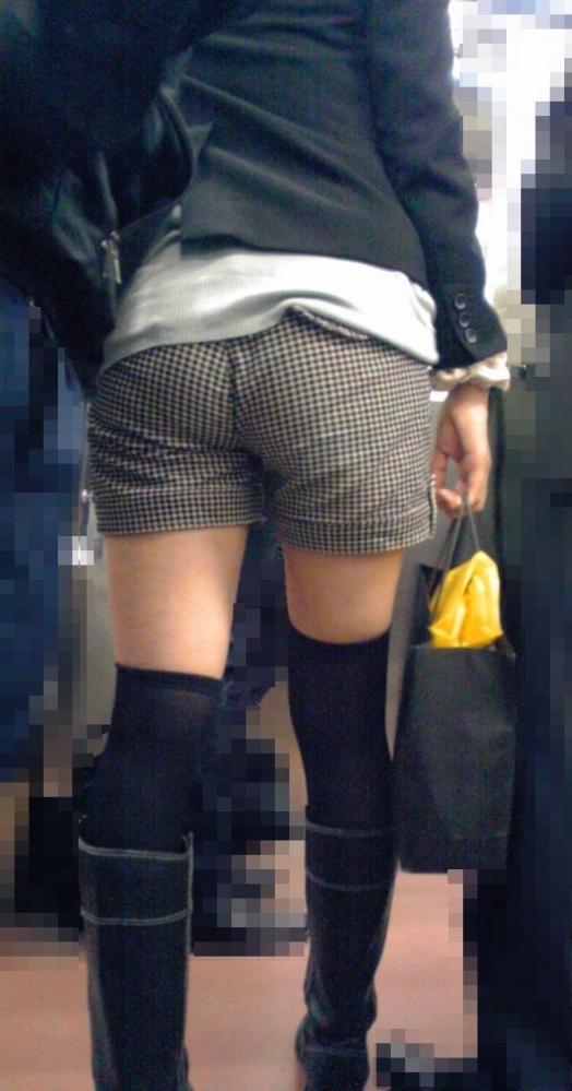 外なのにおしりのプリプリ感を強調して歩いてる女の子ってなんなのwwwwwww【画像30】17_20170921012509c80.jpg