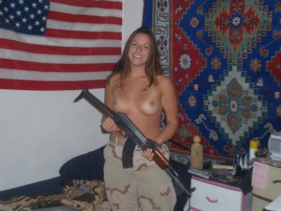 欲求不満!?海外の女軍人のおふざけエロ画像を集めたったwwwwwww18_20161119011445d91.jpg