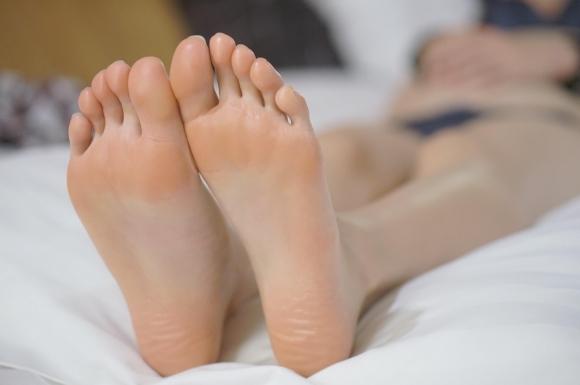 【足裏フェチ】女の子の足の裏にムラムラしちゃうヤツちょっとこいwwwwwww【画像30枚】18_20170618143230e18.jpeg
