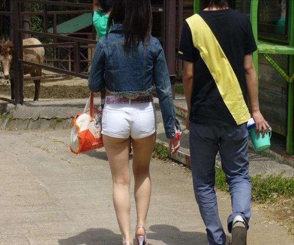 【着衣エロ画像】短いホットパンツで尻肉見せつけてくる女の子が増殖中wwwwwww【画像30枚】18_2017071202363721a.jpeg