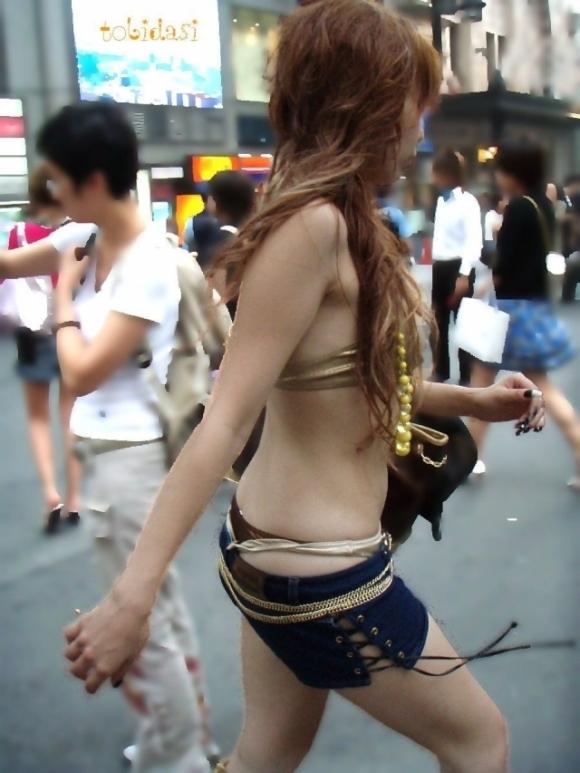 猛暑ならではの素人女子の薄着姿がエロいwwwwwww【画像30枚】18_20170713104200b86.jpeg