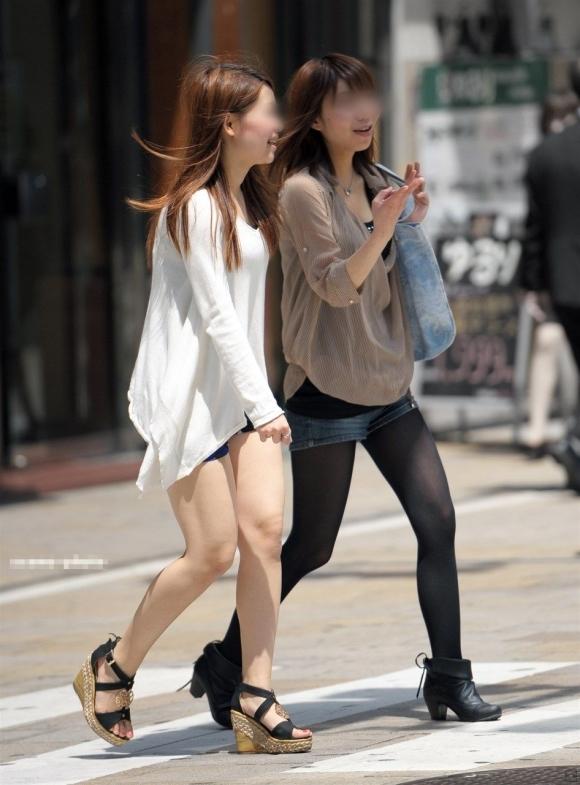 外でエロい太ももを晒してる女の子たちを激写した画像が話題にwwwwwww【画像30枚】18_20170724081937106.jpeg