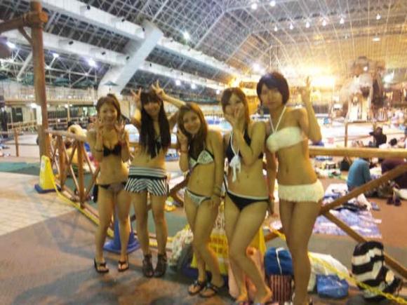 東京サマーランドに行くのがワクワクする素人の水着キャピキャピ画像wwwwwww【画像30枚】18_20170902021347ad5.jpg