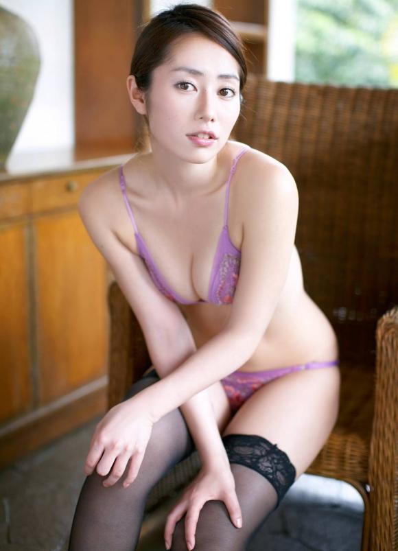 おっぱいのカタチが素晴らしい!「谷桃子」ちゃんのセクシーグラビア!【画像30枚】19_20160901162940a1c.jpg
