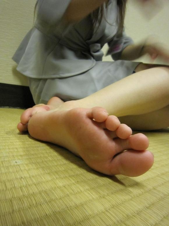 【足裏フェチ】女の子の足の裏にムラムラしちゃうヤツちょっとこいwwwwwww【画像30枚】19_201706181432324fb.jpeg