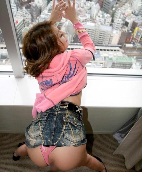 後ろからピストンして女の子をイカせるバックセックスがやめられないwwwwwww【画像30枚】19_201707040934553eb.jpeg