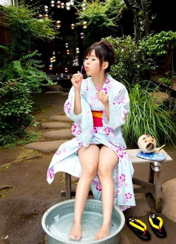 夏は浴衣から出てる太ももを見て癒されようぜ!wwwwwww【画像30枚】19_20170803020026318.jpeg