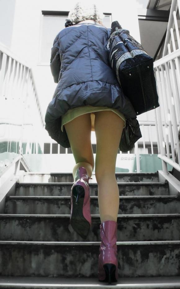 階段で女の子を追っていくと面白いようにパンチラ画像が集まるwwwwwww【画像30枚】19_2017082202162435b.jpg