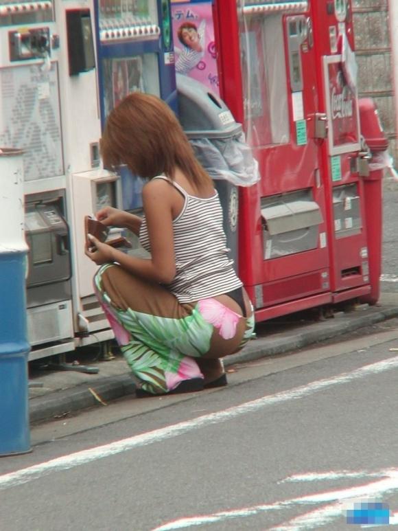 Tバック履いてる女の子のパンチラってエロすぎてヤバいわwwwwwww【画像30枚】19_20170916014151b18.jpg