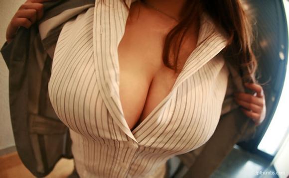 【おっぱい画像】巨乳とシャツのコンビネーションが凄まじいパワーを持ってる件!wwwwwww【画像30枚】20_20160918015503031.jpg
