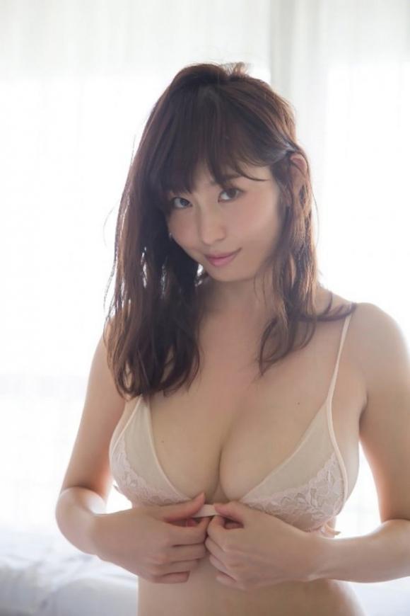 東北No.1女子アナ「塩地美澄」ちゃんのGカップ手ブラがヤバい!20_20161029011831d53.jpg