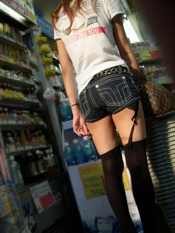 【着衣エロ画像】短いホットパンツで尻肉見せつけてくる女の子が増殖中wwwwwww【画像30枚】20_20170712023640480.jpeg