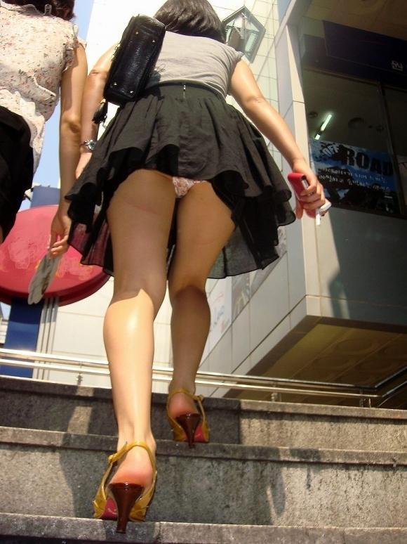 階段で女の子を追っていくと面白いようにパンチラ画像が集まるwwwwwww【画像30枚】20_20170822021625f35.jpg