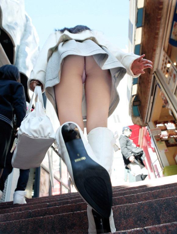 階段で女の子を追っていくと面白いようにパンチラ画像が集まるwwwwwww【画像30枚】21_20170822021715abf.jpg