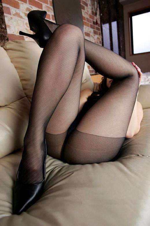 裸よりエロい!フェロモンがプンプンしてくる黒ストッキングの女の子wwwwwww【画像30枚】21_20170914021526b39.jpg