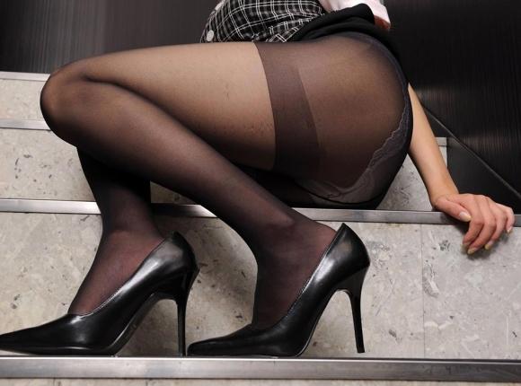 裸よりエロい!フェロモンがプンプンしてくる黒ストッキングの女の子wwwwwww【画像30枚】22_20170914021528295.jpg