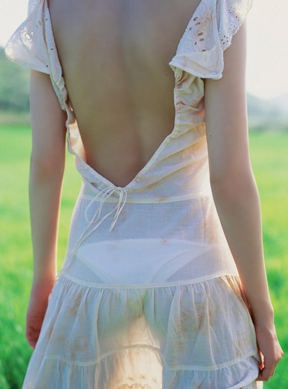 【フェチ】女の子の背中がゾクゾクする程エロスを感じる画像をくださいwwwwwww【画像30枚】23_20160830000835396.jpg