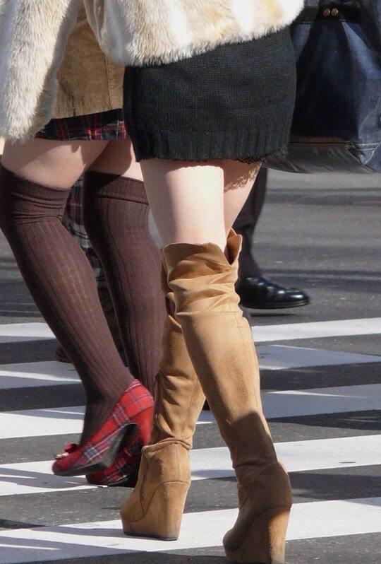 外でエロい太ももを晒してる女の子たちを激写した画像が話題にwwwwwww【画像30枚】23_20170724082041809.jpeg