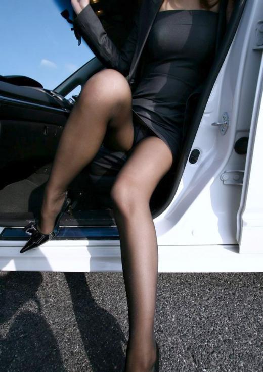 裸よりエロい!フェロモンがプンプンしてくる黒ストッキングの女の子wwwwwww【画像30枚】23_20170914021529e92.jpg