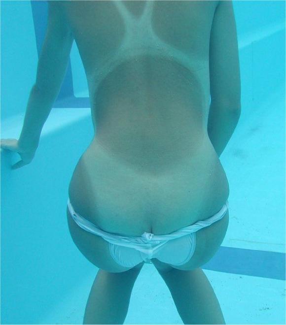 【水中撮影】プールとかでの水中ってこんなエロいコトになってるって衝撃すぎたwwwwwww【画像30枚】24_20160831020956f77.jpg
