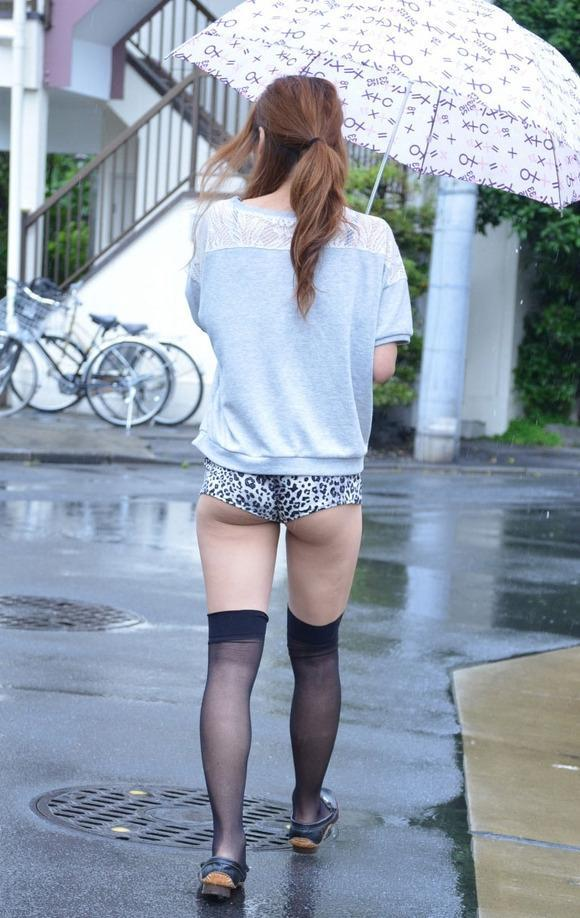 【着衣エロ画像】短いホットパンツで尻肉見せつけてくる女の子が増殖中wwwwwww【画像30枚】25_20170712023719aec.jpeg