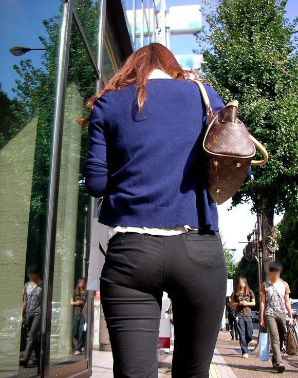 外なのにおしりのプリプリ感を強調して歩いてる女の子ってなんなのwwwwwww【画像30】25_20170921012604ca5.jpg