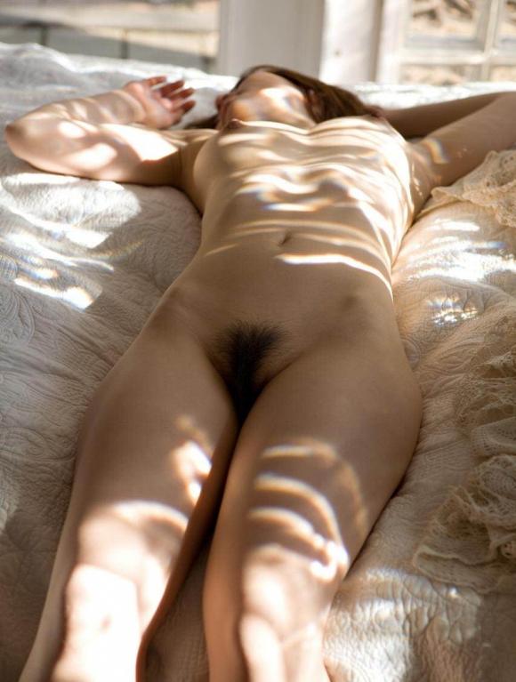 【芸術的ヌード】うっとりする程美しい女体がコレwwwwwwwwwww【画像30枚】26_201608310201486e9.jpg