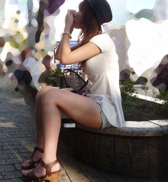エロい生太ももを露出してる女の子に目が奪われて困っちゃうんだがwwwwwww【画像30枚】26_20170625045826b3e.jpeg