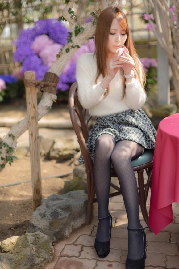 裸よりエロい!フェロモンがプンプンしてくる黒ストッキングの女の子wwwwwww【画像30枚】26_20170914021534488.jpg