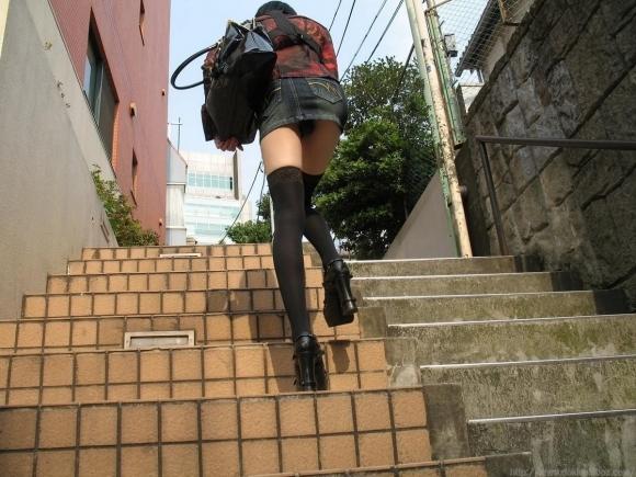 階段で女の子を追っていくと面白いようにパンチラ画像が集まるwwwwwww【画像30枚】27_20170822021724c52.jpg