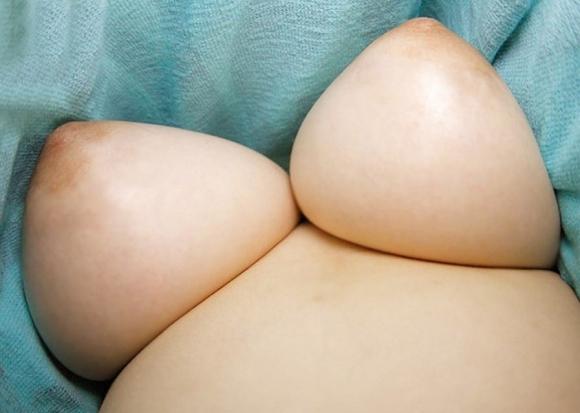 【おっぱいエロ画像】巨乳な子の下乳のボリューム感ってハンパないwwwwwww【画像30枚】27_20170919115046996.jpg