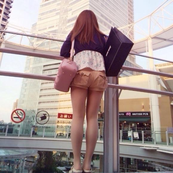 外なのにおしりのプリプリ感を強調して歩いてる女の子ってなんなのwwwwwww【画像30】27_2017092101260759d.jpg