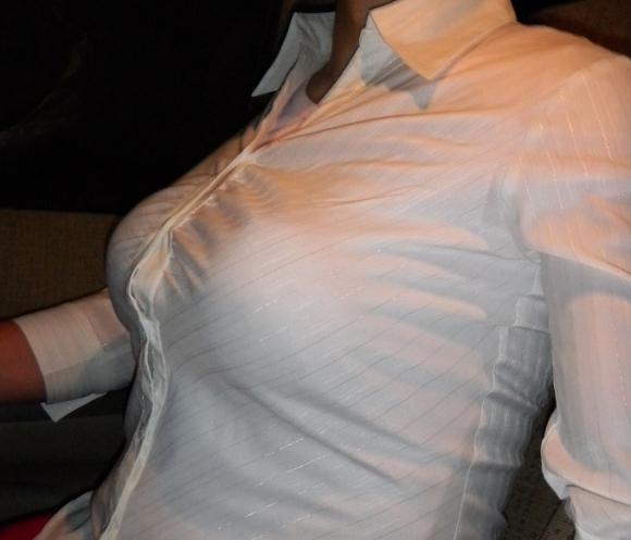【おっぱい画像】巨乳とシャツのコンビネーションが凄まじいパワーを持ってる件!wwwwwww【画像30枚】28_201609180156132b9.jpg