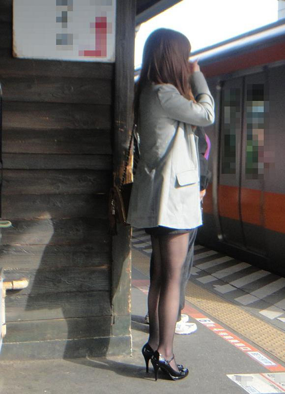 裸よりエロい!フェロモンがプンプンしてくる黒ストッキングの女の子wwwwwww【画像30枚】28_20170914021537cbc.jpg