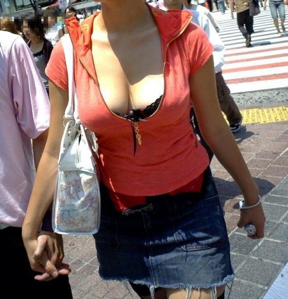 猛暑ならではの素人女子の薄着姿がエロいwwwwwww【画像30枚】29_201707131043166f3.jpeg