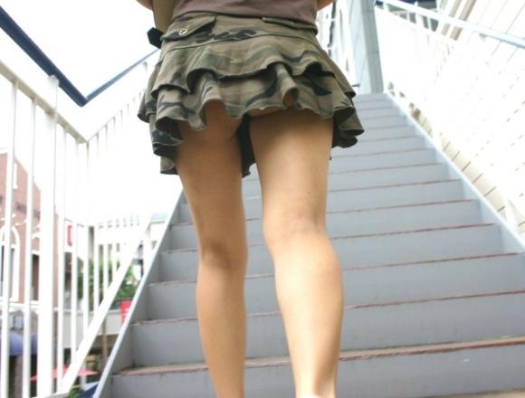 階段で女の子を追っていくと面白いようにパンチラ画像が集まるwwwwwww【画像30枚】29_20170822021727e22.jpg